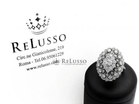 Anello in oro bianco con 47 diamanti dal peso complessivo di 2,00ct foto1