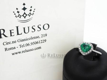Anello con smeraldo a cuore da 0,83ct e diamanti per 0,10ct foto1