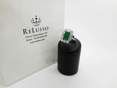 Anello con smeraldo da 3,30ct e diamanti da 2,50ct in oro bianco 18kt foto1