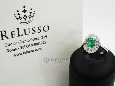 Anello in oro bianco con smeraldo rettangolare e diamanti per 1,00ct foto7