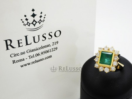 Anello con smeraldo centrale da 1,40ct e diamanti per 1,00ct in oro giallo foto6