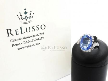 Anello con Zaffiro centrale da 9,45ct e diamanti per 1,40ct in oro bianco foto1