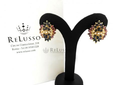 Orecchini con 2,90ct di zaffiri, 2,80ct di rubini e 0,40ct di diamanti in oro giallo foto1