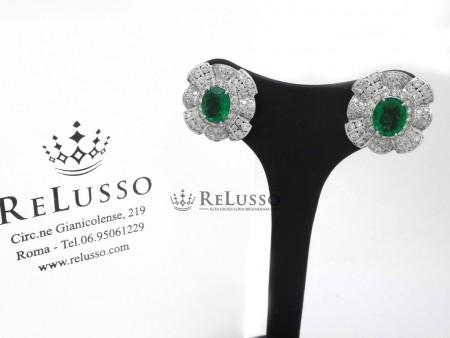 Orecchini con 3,20ct di smeraldi e 5,56ct di diamanti in oro bianco foto1