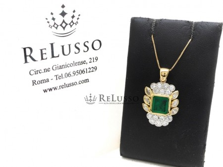 Pendente con smeraldo centrale da 1,65ct e diamanti per 1,80ct in oro 18kt foto1