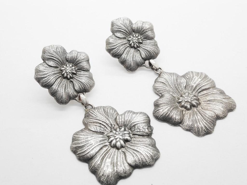 bbdd7e519 Orecchini Gianmaria Buccellati collezione Gardenia in argento
